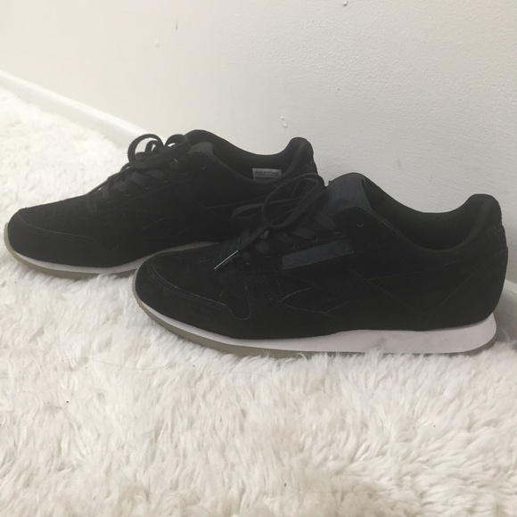 940a3d26868 Reebok Shoes - Suede Black Classic Trainers - Reebok
